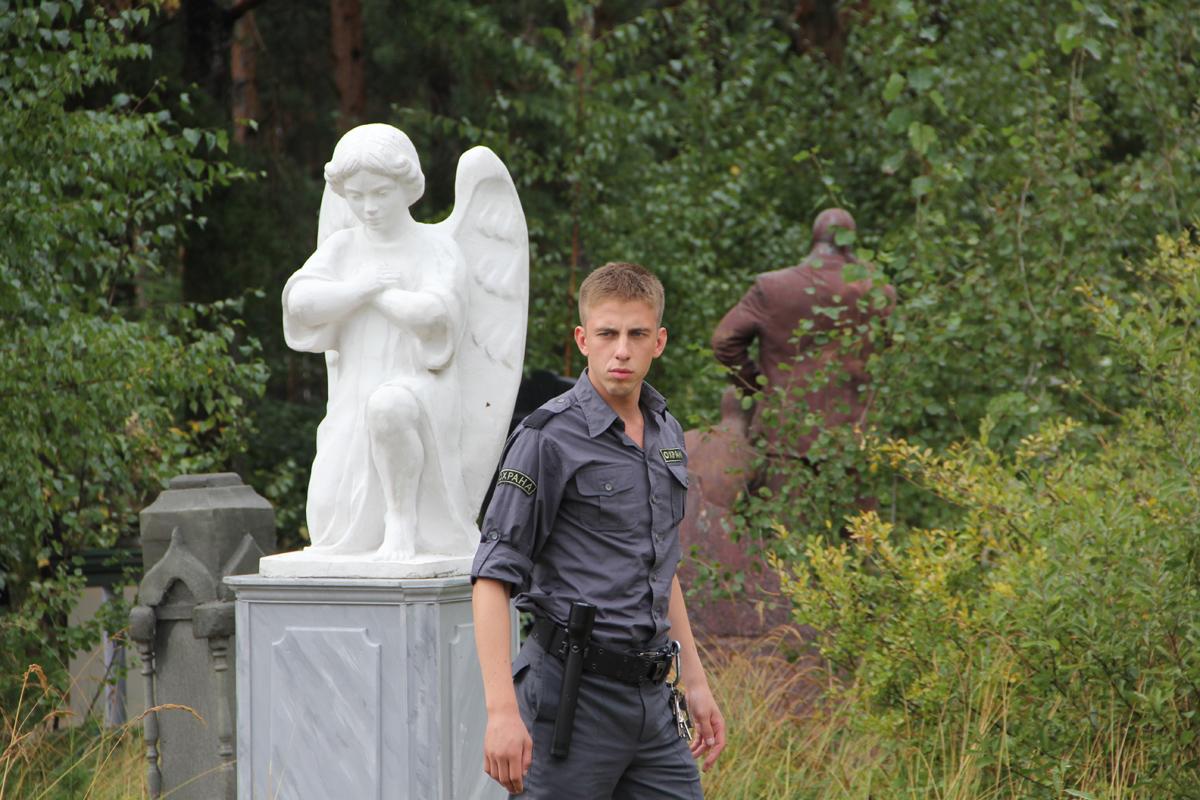 Секс на кладбище смотреть онлайн с переводом 16 фотография